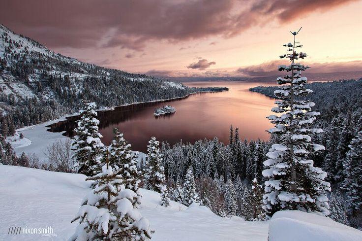 Озеро Тахо - North Lake Tahoe    Photo by Nixon Smith Озеро Тахо - большое пресноводное озеро в горах Сьерра-Невада на высоте 1897 м. (6225 футов), вдоль границы между Калифорнией и Невадой, к западу от Карсон-Сити в Соединенных Штатах Америки. Озеро Тахо является крупнейшим высокогорным озером в Северной Америке, его глубина 501 м. (1645 футов).