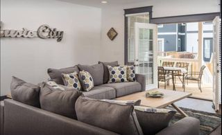 Located just 3 Miles from Downtown and Close to all major Nashville Attractions