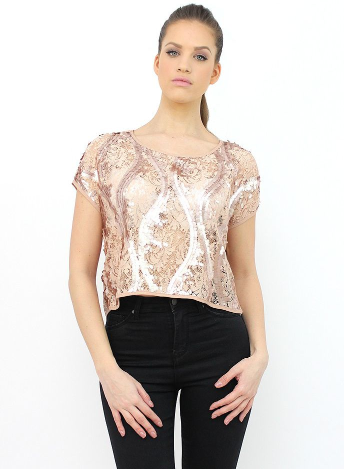 Beige Crop Top with Sequins for a Party Night. http://famevogue.ro/haine_femei_85/bluze_91/bluza_stilata_bej_cu_paiete  #croptop #style #sequin #top #fashion #trends