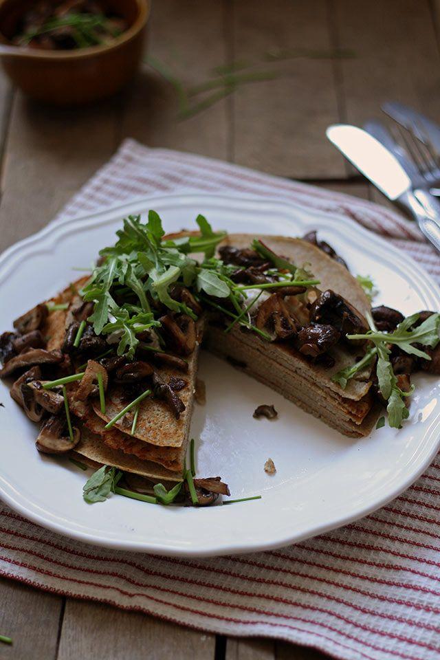 Het recept idee voor boekweitpannenkoeken komt uit het Tempelkookboek. Deze makkelijke boekweitpannenkoeken van boekweitmeel zijn glutenvrij en koemelkvrij.