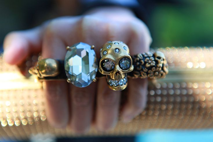 knuckle swag YEAUUUUUH!: Bling, Alexander Mcqueen, Style, Knuckle Clutches, Alexandermcqueen, Mcqueen Clutches, Skull Rings, Accessories, Fashion Bloggers
