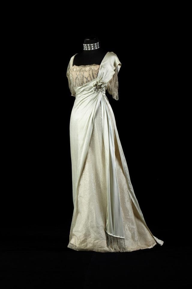 """fripperiesandfobs: """" Worth evening dress, late 1900's From the collection of Alexandre Vassiliev """""""