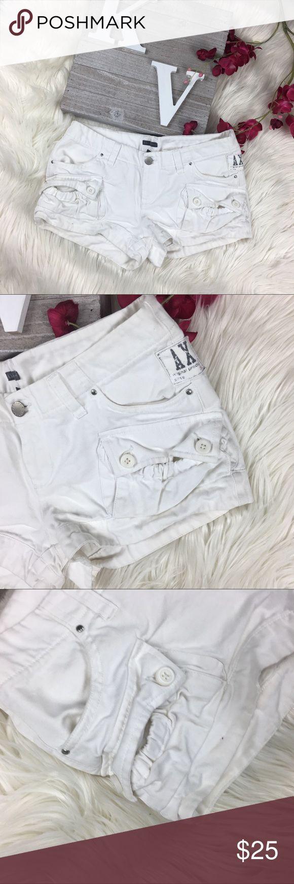 ARMANI EXCHANGE Cargo Pocket mini booty Shorts ARMANI EXCHANGE size 0 White Cargo Pocket mini booty short Shorts  Laid Flat  Waist 14 Inseam 2 Rise 7 A/X Armani Exchange Shorts Cargos