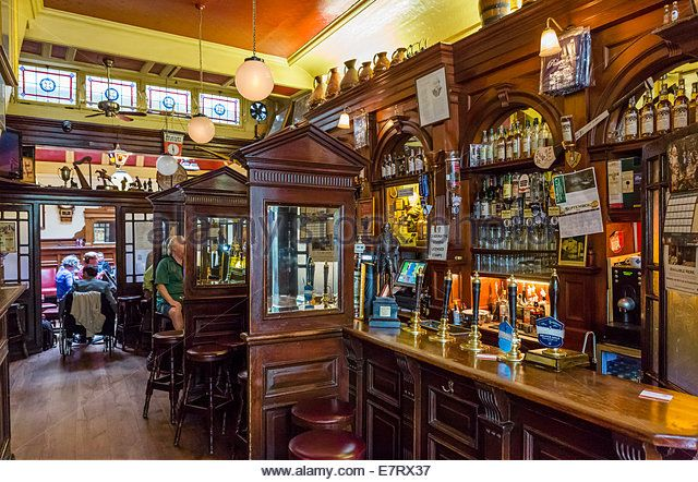 The Palace Bar, a traditional Victorian pub in the city centre, Fleet Street, Dublin City, Republic of Ireland - Stock Image