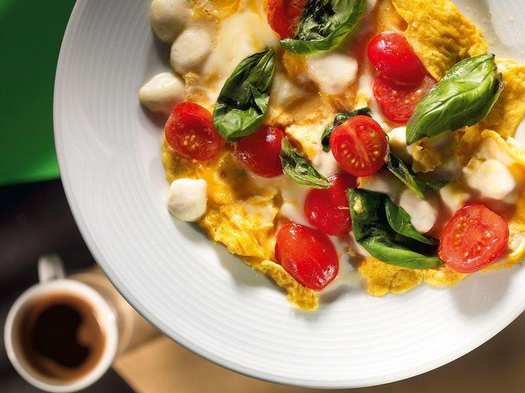Омлет с моцареллой и помидорами рецепт с фото