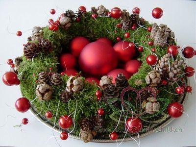 #Bloemschikken #kerstkrans natuurlijke materialen http://www.pompoenzaden-decoshop.nl/