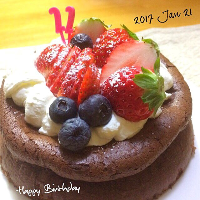 みきお's dish photo 材料二つでガトーショコラのバースデーケーキ | http://snapdish.co #SnapDish #レシピ #お誕生日 #ケーキ