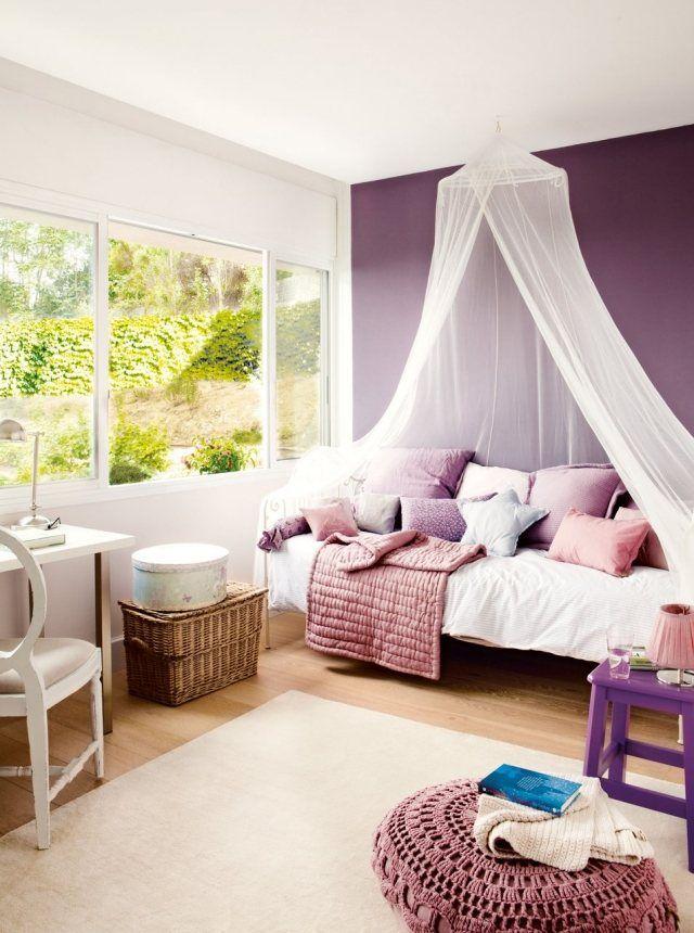 farbgestaltung kinderzimmer mädchen aubergine lila akzentwand himmelbett