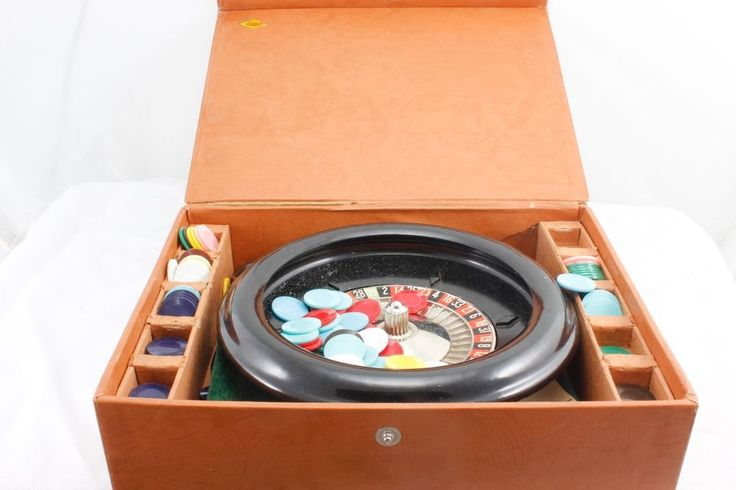 E.S. Lowe Roulette Wheel Game 1941 Complete ORIGINAL BALL Vintage Gambling Game