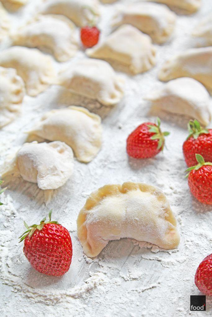 Polish dumplings with strawberries // Pierogi z truskawkami