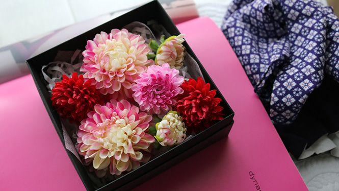 ダリアとマムの和風ヘッドドレス http://www.fleuriste-glycine.jp/