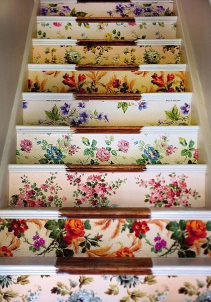 Floral stairsIdeas, Stairs Risers, Floral Wallpapers, Shabby Chic, Wallpapers Stairs, Interiors Design, Vintage Floral, House, Staircas
