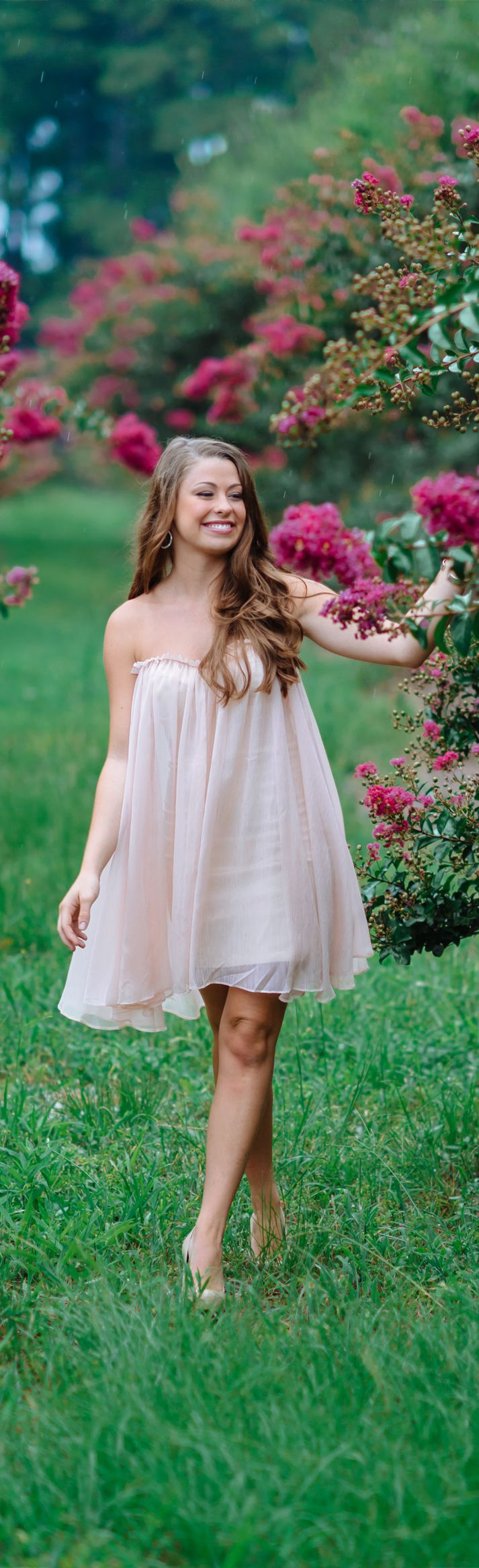 Senior picture ideas for girls. Secret Garden location.  www.pashabelman.com
