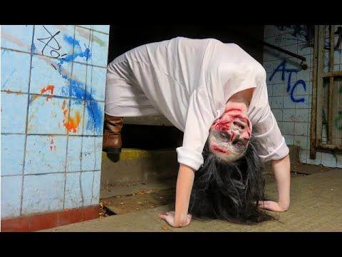 """A garota possuída do filme """"O Exorcista"""" - Pegadinha Assustadora - Nem E..."""