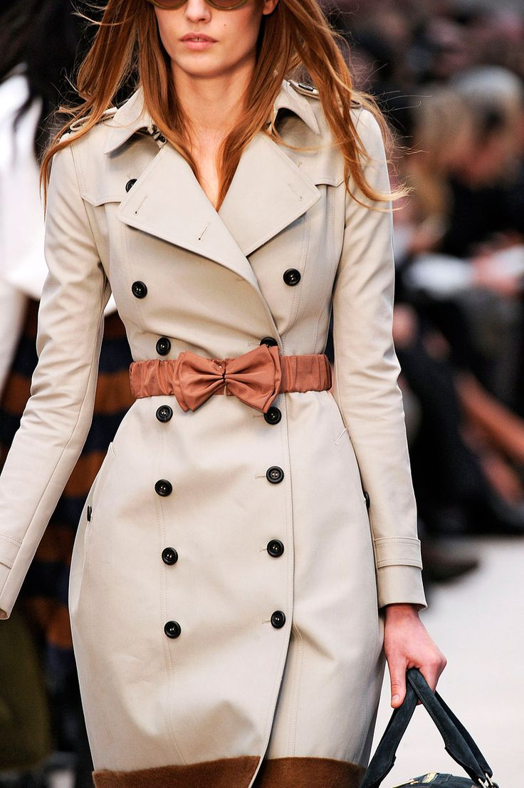 Burberry Prorsum trench. Oh how I want you.