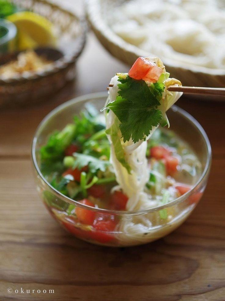 野菜と鯖缶で具だくさん!タイ風サラダつけそうめん by 齋藤 礼奈 / タイ風サラダスープhttps://oceans-nadia.com/user/23937/recipe/128612のアレンジレシピです。といっても、水の分量を減らすだけ!冷たいそうめんやひやむぎのつけだれにオススメです♪ / Nadia