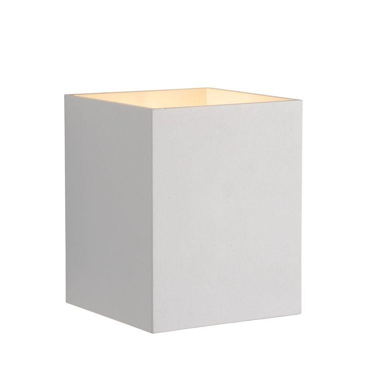 Xera past met haar elegante en krachtige design perfect in elk eigentijds interieur. De kokervorm van de Lucide Xera creëert een uniek lichteffect op jouw wand. Sfeervol en bijzonder!