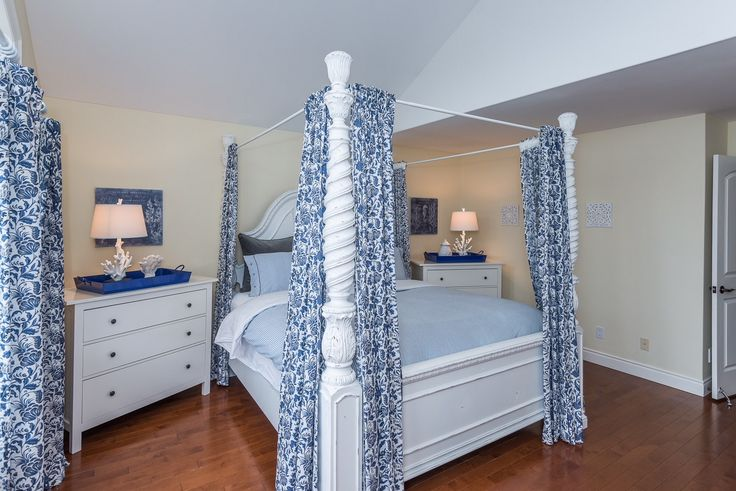 #bedroom #bedroomdesign #coastalbedroom #capecodbedroom #lightbedroom #coral #design #designer #lakesidebedroom #yorkregion #symphonyofcolour