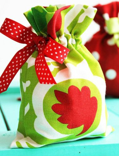 How to Sew Drawstring Gift Bags ... i posted this just to remind myself.