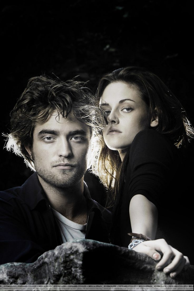 Robert Pattinson and Kristen Stewart pictures and photos. They portray the  love-struck couple Edward Cullen and Bella Swan from Twilight, New Moon  movie,