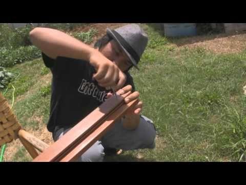 Uke Minutes 50 - DIY (Cheap!) Ukulele Wall Hanger - YouTube