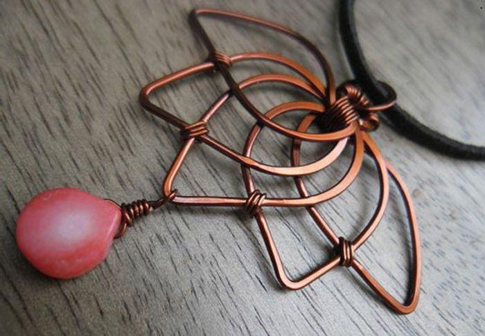 Ketten selber machen: Schmuckdraht in Bronzefarbe, Flechtornamente, piker Schmuckstein
