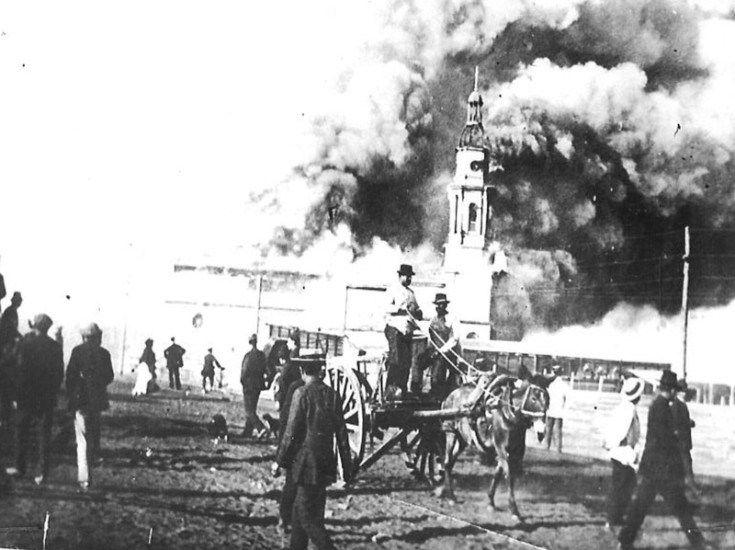 Incendio de la antigua Iglesia Corazón de María de Antofagasta, 1912.  Colección Santiagonostálgico. - EnterrenoEnterreno