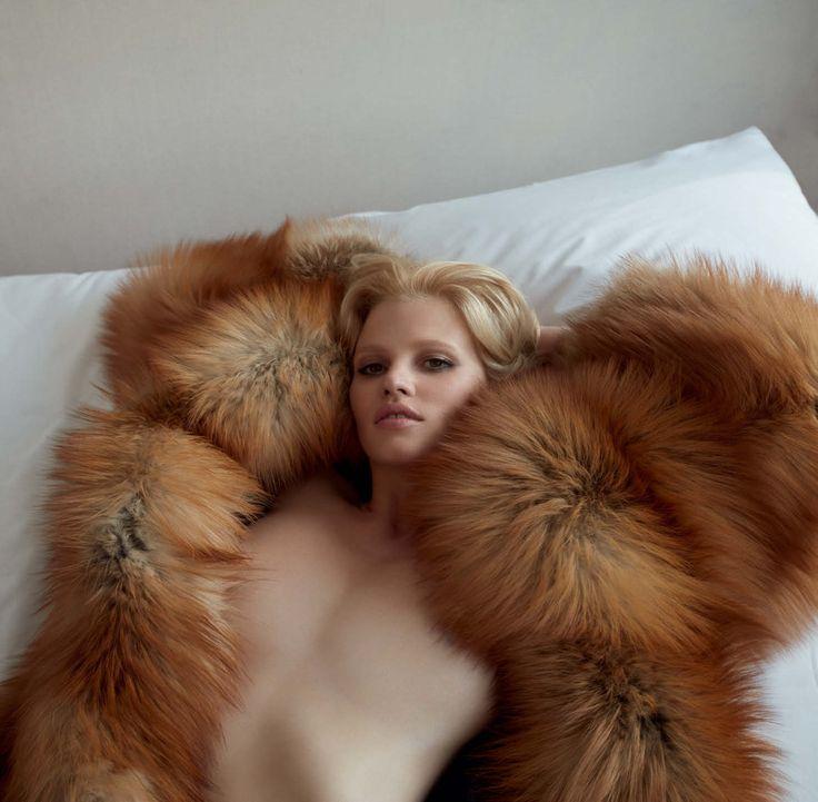 Close-Up Publication: Vogue Germany November 2016 Model: Lara Stone Photographer: Camilla Akrans Fashion Editor: Nicola Knels Hair: Franco Gobbi Make Up: Wendy Rowe PART I