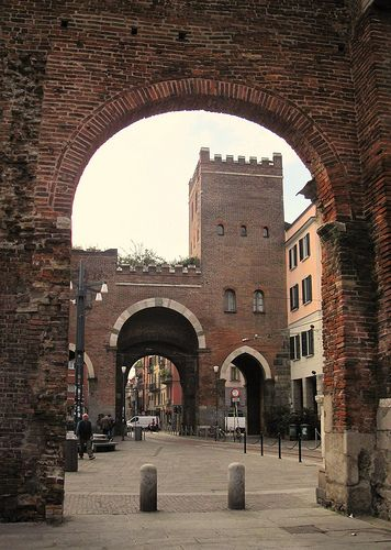 MILANO   dalle Colonne di San Lorenzo   P.ta Ticinese Medievale  #TuscanyAgriturismoGiratola