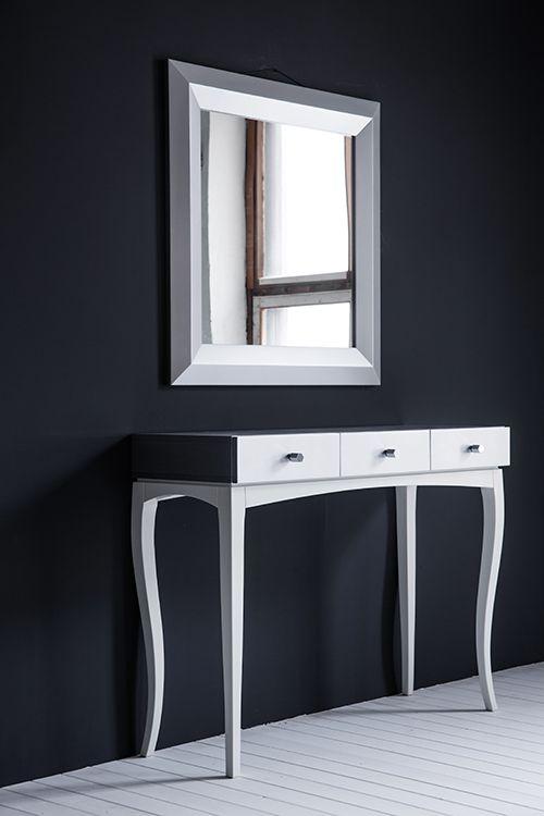 Интерьерная консоль SILVER&WHITE с тремя ящиками + зеркало. Дизайн -- Алексей Тискин. Чтобы приобрести консоль с нужными Вам фасадами и основанием, напишите нам info@tiskin.ru