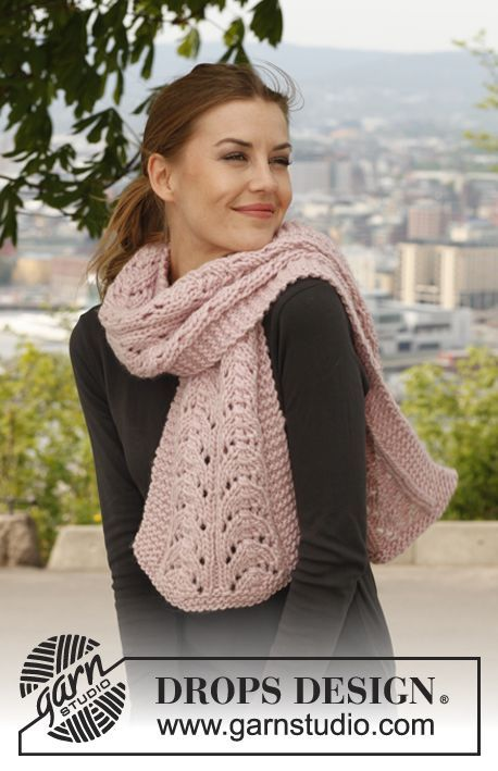 Marshmallow Fluff / DROPS 141-31 - Knitted DROPS scarf with lace pattern in Eskimo.