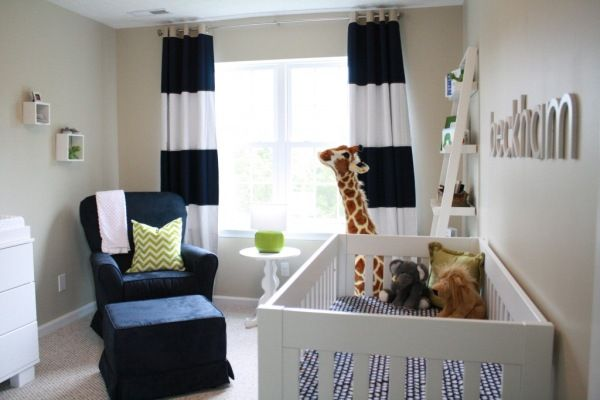 cortina branca e marinho listrada