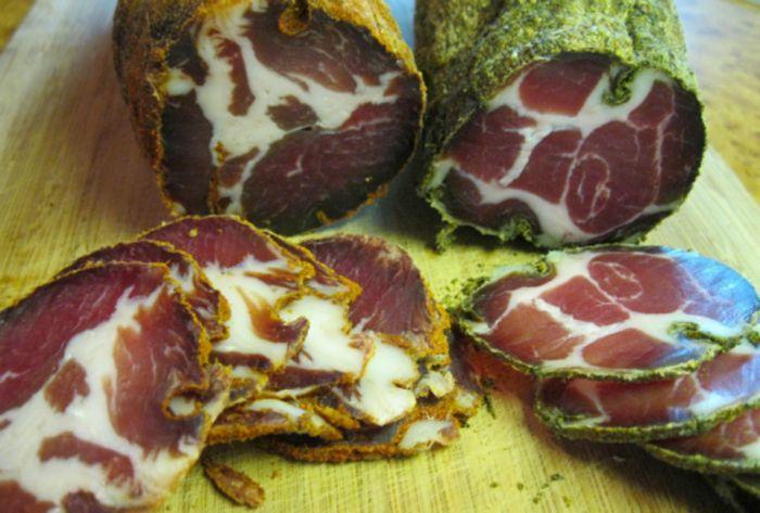 Všetci milovníci mäsa zbystrite pozornosť! Ukážeme vám, ako si doma pripravíte sušené bravčové mäso. Aby pri...