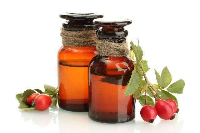 O Óleo de Rosa Mosqueta ajuda a atenuar estrias, cicatrizes e rugas na pele, nutrindo profundamente a pele. Saiba para que serve e como prepar óleo...