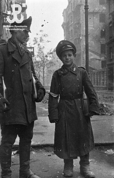 An insurgent and young insurgent on ul. Wilcza, Warsaw, viewed from the building at Wilcza 12.