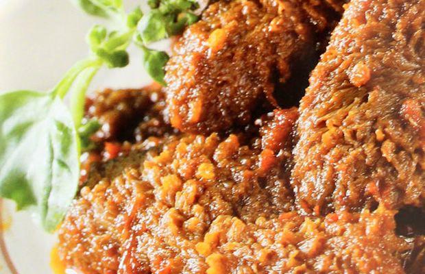 Babat sapi yang diolah menjadi hidangan khas Semarang ini, merupakan salah satu tujuan wajib wisata kuliner bila Anda mengunjungi ibukota Provinsi Jawa Tengah. Hidangan legendaris yang kian langka. Yuk, belajar membuat Babat Gongso di rumah Anda! Baca resepnya di website Warisan Kuliner.