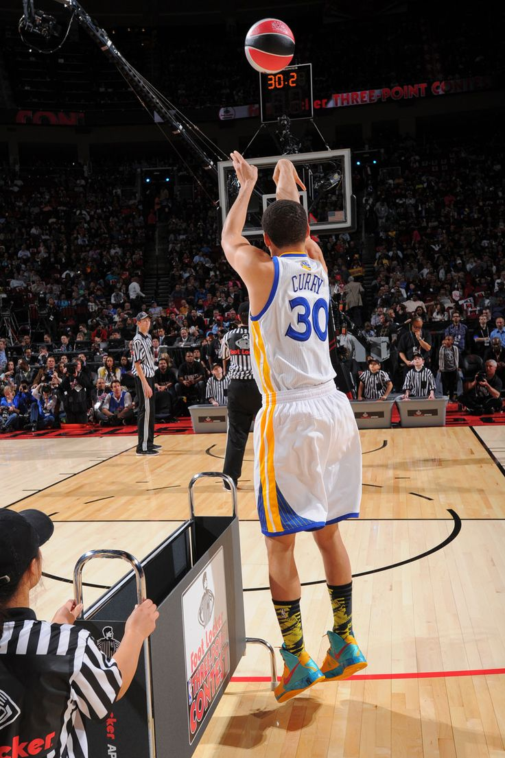 "Curry hit every ""Money"" ball on the last three racks."