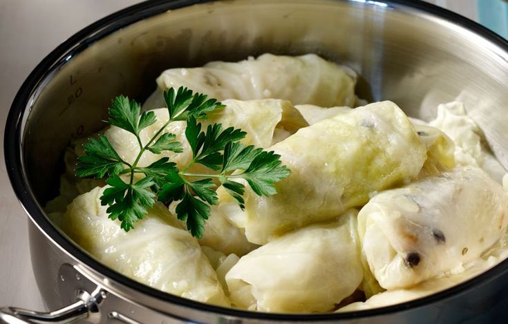 Λαχανοντολμαδες με κουκουναρια και σταφιδες | Cook-Kouk by Koukouzelis market