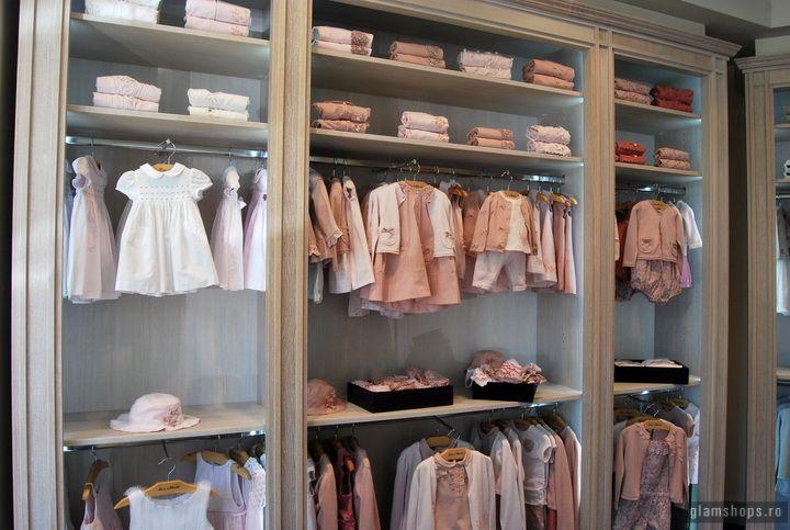 Сказочный дизайн магазина детской одежды Tartine ET Chocolat в Бухаресте