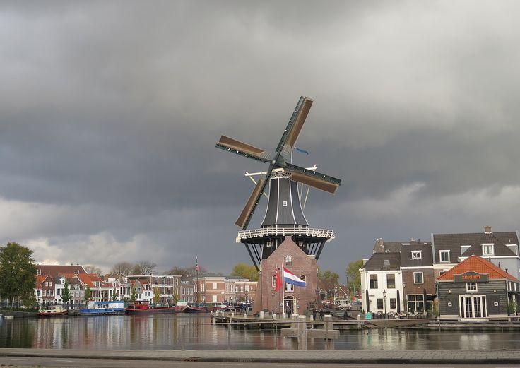 https://flic.kr/p/NRjTCy | Molen De Adriaan | Ominous weather in Haarlem