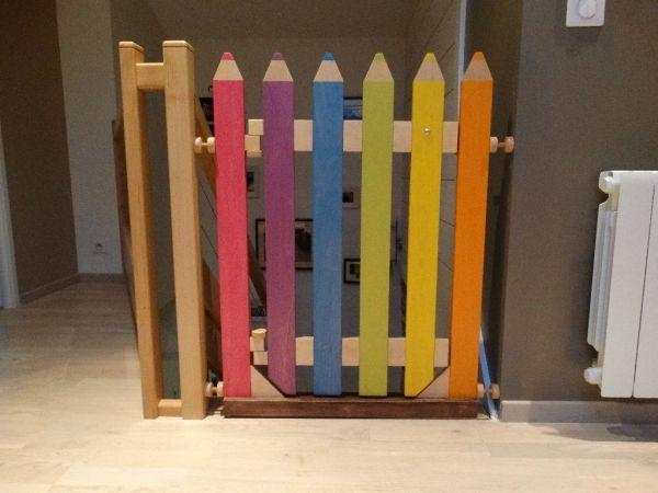 Barrière de sécurité originale et à l'image des enfants : formes et couleurs attrayantes. Rien n'est fixé,le cadre est sous pression entre murs  Je voulais créer un élément de sécurité qui change de ce...