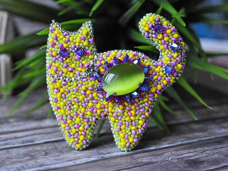 Всегда приятно, когда мои котики попадают в другие города, непременно в хорошие руки . Этот солнечный кот теперь живет в Уфе, спасибо @uchitelka ! Создание индивидуального украшения - это маленькое волшебство , только вместо волшебной палочки маленькая иголочка. И вот так желанию Надежды - появилась эта яркая брошь!