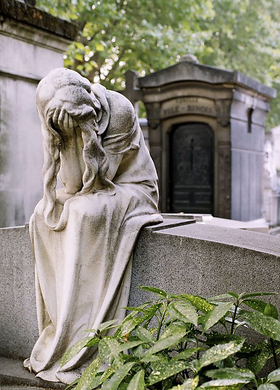 (via Mourner, Montparnasse cemetery - a photo on Flickriver)