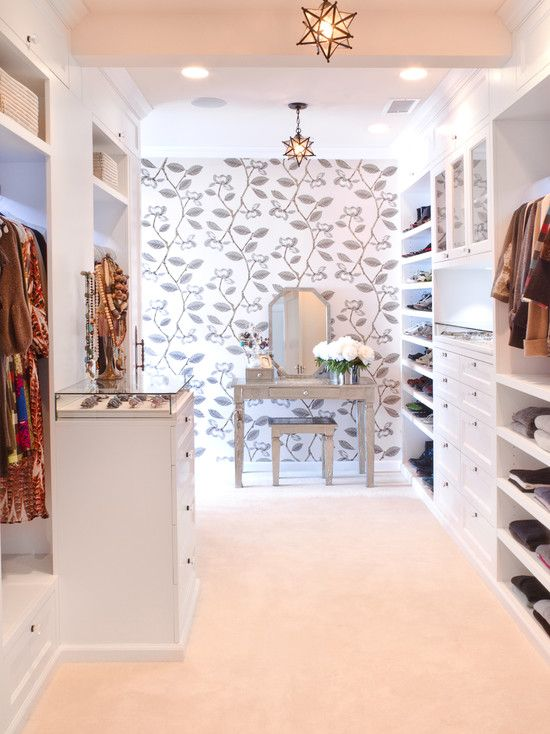 Love the #vanity in this walk-in #closet. Not to mention that display case for some beautiful #baubles! :)