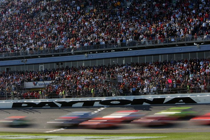 Daytona 500 2015 live streaming updates online free : Daytona 500 is a name of international race. Daytona 500 is a 500-mile-long (805 km) NASCAR Sprint Cup Series motor race held annually at the Daytona International Speedway in Daytona Beach