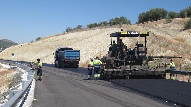 Los fabricantes de asfalto denuncian el mal estado de las carreteras