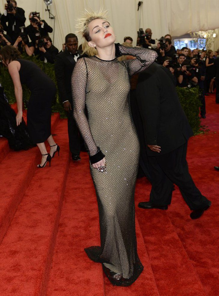 Pin for Later: 75 Moments Inoubliables du Met Gala Miley Cyrus — 2013