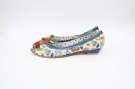 Vintage peep toe women kitten paisley heels with red cherry pompom and golden bow / italian shoes