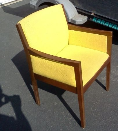 Minneapolis: Mid Century Modern Chair $30   Http://furnishlyst.com/