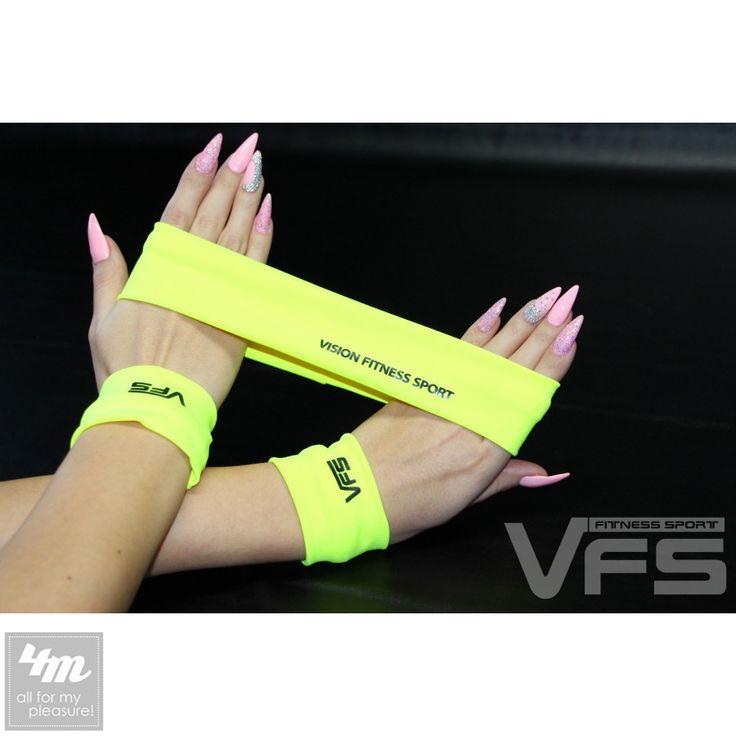 Фитнес-комплект VisionFS «ONE 17905 E» (напульсник, повязка) http://lnk.al/48N5  Яркие фирменные напульсники в комплекте с повязкой для волос – идеально дополнят твой fashion fitness – стиль. Повязка поможет твоим волосам не мешать во время занятий. Напульсники являются декоративной частью fitness – гардероба, не фиксируют кисть и не предотвращают от травм при высоких нагрузках, так как эластичны. Цветовая гамма идеально подобрана под любой фитнес-костюм от VISION Fitness Sport.